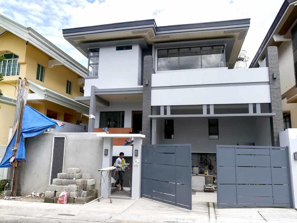 5 Bedroom Single Attached House For In Commonwealth Avenue Quezon City