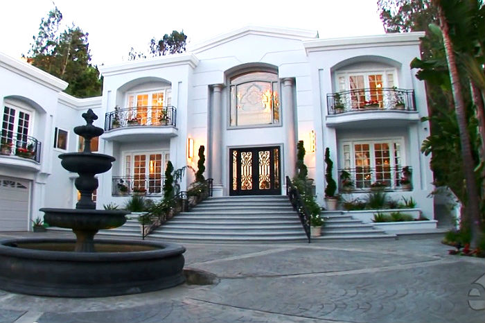 Celebrity homes manny pacquiao s beverly hills mansion for Famous homes in beverly hills